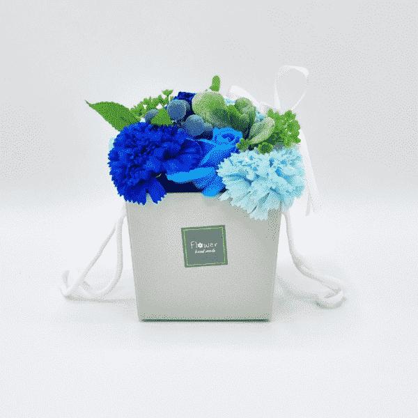 zeepboeket blauwe roos en anjer